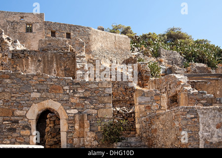 Ruinen des ehemaligen Lazarett und Dorf auf der Insel Spinalonga, Elounda, Kreta, Griechenland - Stockfoto