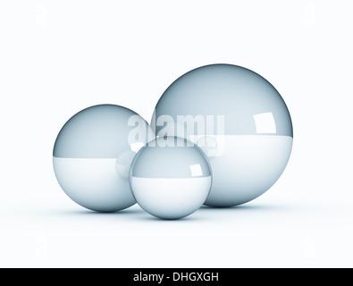 Drei unterschiedliche Größe metallische Kugeln auf weißem Hintergrund - Stockfoto