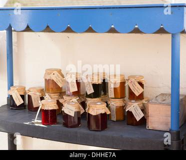 Drei glas t pfe von zu hause gemacht marmelade auf grauem hintergrund stockfoto bild 78935971 - Marmelade einkochen glaser ...