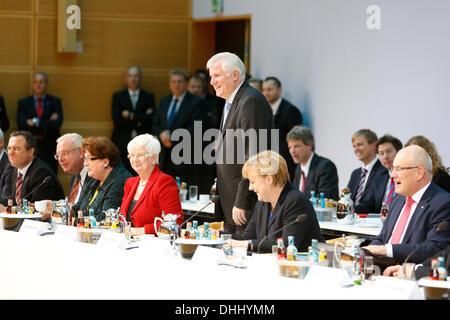 Berlin, Deutschland. 11. November 2013. CDU/CSU und SPD weiterhin die Koalitionsverhandlungen SPD zentrale Pertei - Stockfoto