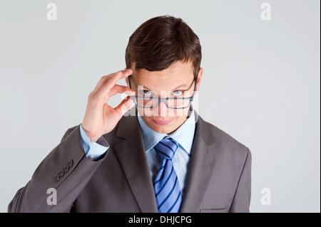 Gut Aussehender Typ Am Schreibtisch überrascht
