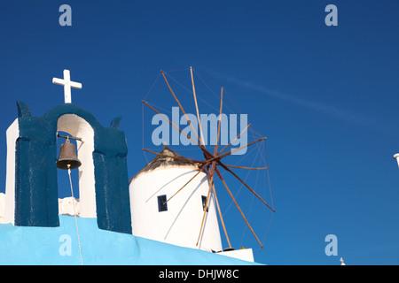 Windmühle auf der Insel Santorini (Griechenland) - Stockfoto