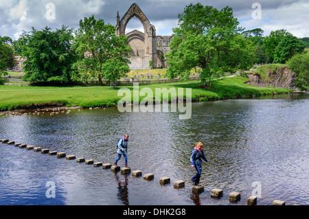 Bolton Abbey in der Nähe von Skipton Wharfedale Yorkshire Dales North Yorkshire England - Stockfoto
