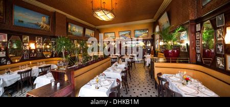 In Vichy die stilvollen Art Déco Brasserie des Casinos von Herr und Frau Tajetti (Frankreich) laufen. La Brasserie - Stockfoto