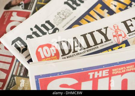 UK national Press tägliche Boulevardzeitung Schlagzeile Titelseiten - Sonne, Spiegel, Mail, Express - Stockfoto