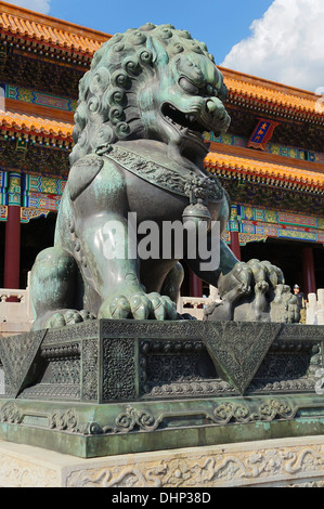 Löwenstatue an die Verbotene Stadt, Peking, China - Stockfoto