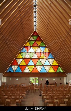Glasmalerei-Fenster auf die Pappe Kathedrale (entworfen von Shigeru Ban), Christchurch, Canterbury, Südinsel, Neuseeland - Stockfoto