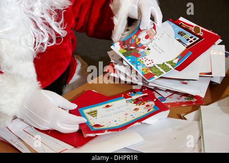 haufen kinder weihnachten briefe an den weihnachtsmann. Black Bedroom Furniture Sets. Home Design Ideas