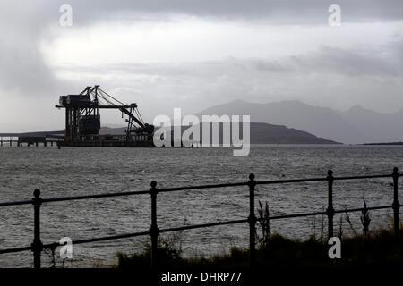 Regen und Wolken, die Reinigung von Hunterston Coal Terminal auf dem Firth of Clyde, Schottland, UK Credit: Kenny - Stockfoto