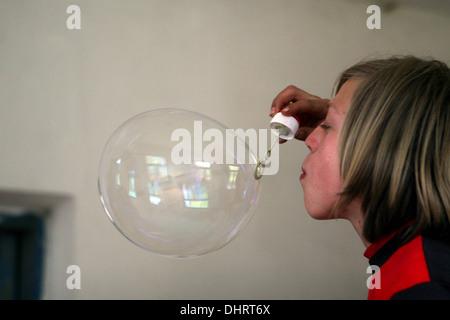 Junge Blasen Blase, Blasengebläse - Stockfoto