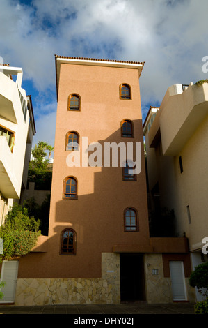 Wohnungen, Puerto De Santiago, Teneriffa, Kanarische Inseln, Spanien. - Stockfoto