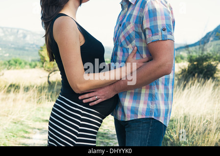 Junges Paar in Liebe erwartet baby - Stockfoto