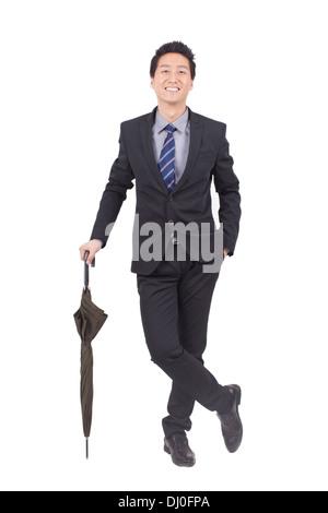Junger Geschäftsmann Holding schwarzen Regenschirm - Stockfoto