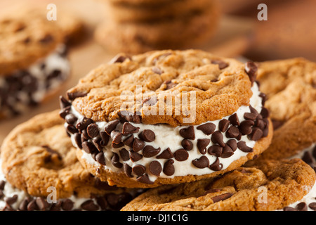 Hausgemachte Chocolate Chip Cookie Eis Sandiwch - Stockfoto