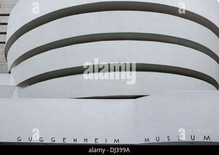 New York, USA. 6. November 2013. Außenansicht des Guggenheim Museums in New York, USA, 6. November 2013. Das Gebäude - Stockfoto
