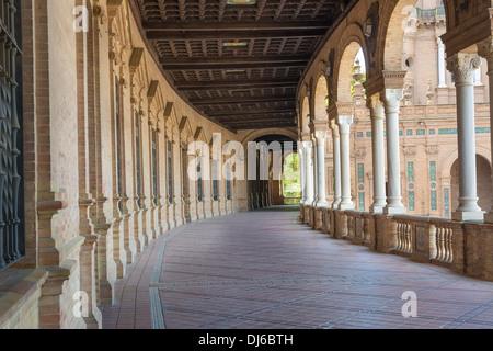 Plaza de España im Zentrum von Sevilla, Spanien eine wichtige touristische Attraktion zeigt das Kloster. - Stockfoto