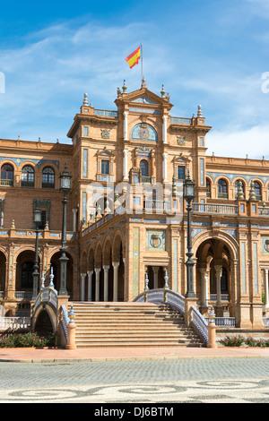 Plaza de España im Zentrum von Sevilla, Spanien eine wichtige touristische Attraktion. - Stockfoto
