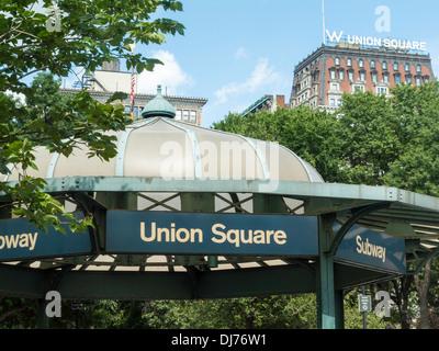 U-Bahn Station Eingang, 14. Street, Union Square, NYC - Stockfoto