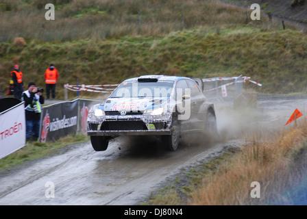 Andreas Mikkelsen & Mikko Markkula in ihren Volkswagen Polo R WRC auf Wales Rallye GB 2013 süß Lamm Bühne - Stockfoto