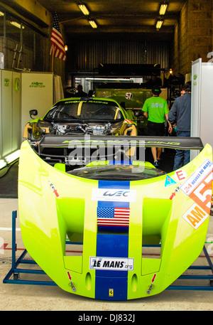 24-Stunden-Rennen von Le Mans Frankreich Boxenwerkstatt - Stockfoto