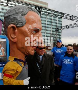 Dearborn, Michigan, USA. 25. November 2013. BILL FORD, Vorstandsvorsitzender der Ford Motor Company bei einer Veranstaltung - Stockfoto