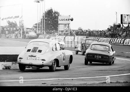 Jo Bonnier-Huschke Von Hanstein Porsche 356 B Tourist Trophy in Goodwood, England 20. August 1960 - Stockfoto