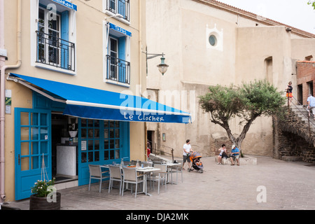 Tapas-Restaurant, le Clocher (der Turm) in Collioure, Pyrénées-Orientales, Frankreich. - Stockfoto