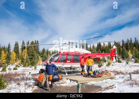 Hubschrauber entladen, Mount Assiniboine Provincial Park in British Columbia, Kanada - Stockfoto