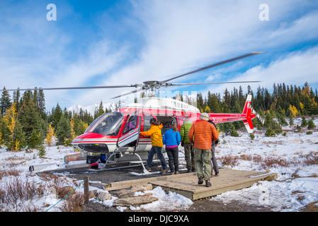Helikopter laden, Mount Assiniboine Provincial Park in British Columbia, Kanada - Stockfoto