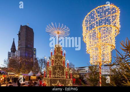 Weihnachtsmarkt am Breitscheidplatz, Kaiser-Wilhelm-Gedächtnis-Kirche - Stockfoto
