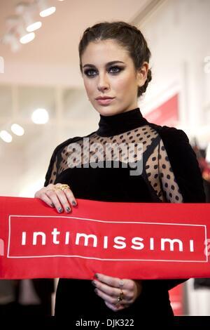Madrid, Madrid, Spanien. 28. November 2013. Spanische Schauspielerin Blanca Suarez besucht die Intimissimi-Store - Stockfoto