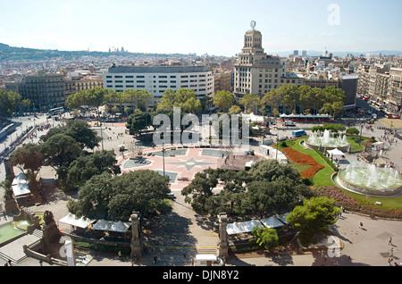 Anstrengenden Tag am Zentralplatz in Barcelona, Massen von Touristen in der Mittagspause - Stockfoto