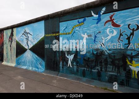 Graffiti ' d Wände, die Teil der East Side Gallery in Berlin, Deutschland. - Stockfoto