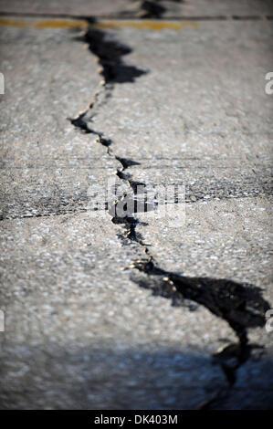 14. März 2011 - Sebring, Florida, USA - die berühmt-berüchtigten Risse im Zement während der Tests für die 12 Stunden - Stockfoto