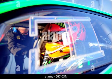 14. März 2011 wartet - Sebring, Florida, USA - JOHANNES VAN OVERBEEK in der Patron Racing F458 während der Tests - Stockfoto