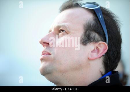 14. März 2011 - blickt Sebring, Florida, USA - Oreca Fahrer OLIVIER PANIS, von Frankreich, auf eine Testphase für - Stockfoto