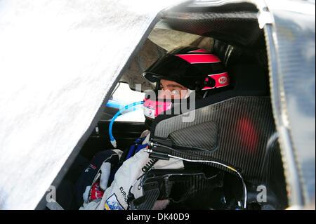 15. März 2011 - wartet Sebring, Florida, USA - Peugeot Fahrer FRANCK MONTAGNY, von Frankreich, im 908 während der - Stockfoto