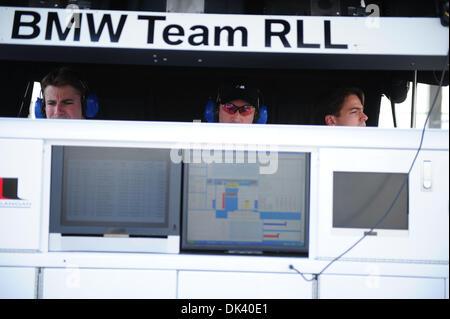 15. März 2011 sehen - Sebring, Florida, USA - BMW Racing Personal während der Tests für die 12 Stunden von Sebring. - Stockfoto