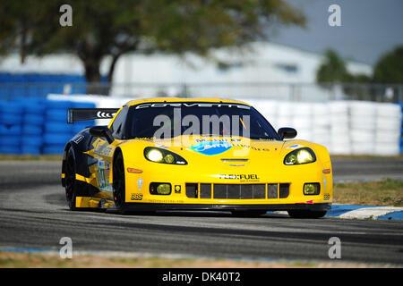 16. März 2011 - treibt Sebring, Florida, USA - Corvette-Fahrer RICHARD WESTBROOK, von England, die Corvette C6. - Stockfoto