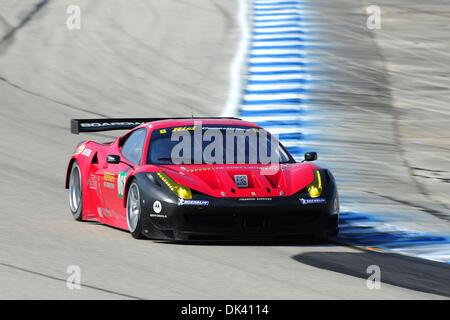 16. März 2011 - Sebring, Florida, USA - Risi Competizione Ferrari Fahrer JAIME MELO von Brasilien, während des Tests - Stockfoto