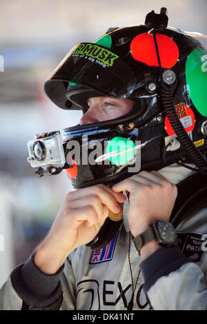 17. März 2011 - Sebring, Florida, USA-Core Autosport Fahrer GUNNAR JEANNETTE bereitet sich während des Trainings - Stockfoto