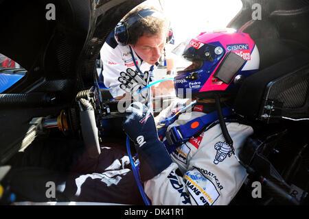 17. März 2011 - wartet Sebring, Florida, USA - Peugeot Fahrer PEDRO LAMY, von Portugal, während des Trainings für - Stockfoto