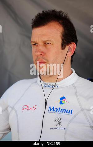 17. März 2011 - zusieht Sebring, Florida, USA - Oreca Peugeot Fahrer OLIVIER PANIS während des Trainings für die - Stockfoto