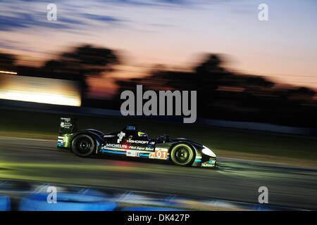 18. März 2011 - Sebring, Florida, USA - Highcroft Acura Fahrer DAVID BRABHAM, von Australien, während der Nacht - Stockfoto