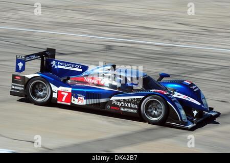 18. März 2011 - Sebring, Florida, USA - Peugeot Fahrer MARC GENE, von Spanien, während des Trainings für die 12 - Stockfoto
