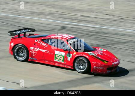 18. März 2011 - Sebring, Florida, USA - Luxury Racing Ferrari Fahrer FRÉDÉRIC MAKOWIECKI, von Frankreich, während - Stockfoto