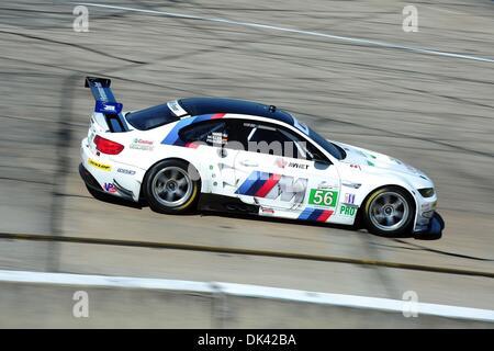 18. März 2011 - Sebring, Florida, USA - BMW-Pilot ANDY PRIAULX, von England während des Trainings für die 12 Stunden - Stockfoto