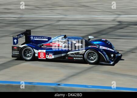 18. März 2011 - Sebring, Florida, USA - Peugeot Fahrer STEPHANE SARRAZIN, von Frankreich, während des Trainings - Stockfoto