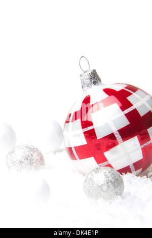 Weihnachten, Dekoration mit Weihnachten Christbaumkugel rot und Silber - Stockfoto