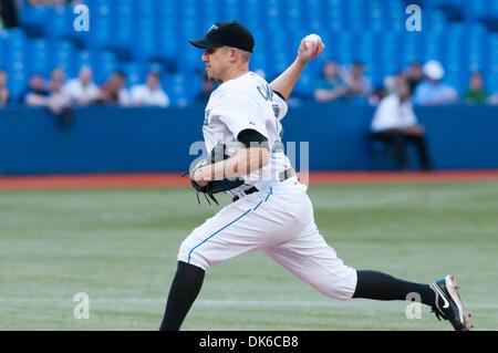 1. Juni 2011 - Toronto, Ontario, Kanada - Toronto Blue Jays Krug Shawn Camp (57) in Aktion. Die Cleveland Indians - Stockfoto